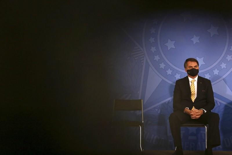 巴西總統波索納洛 (圖) 堅決認為經濟發展重於防疫, 已經導致兩位衛生部長辭職 (美聯社)