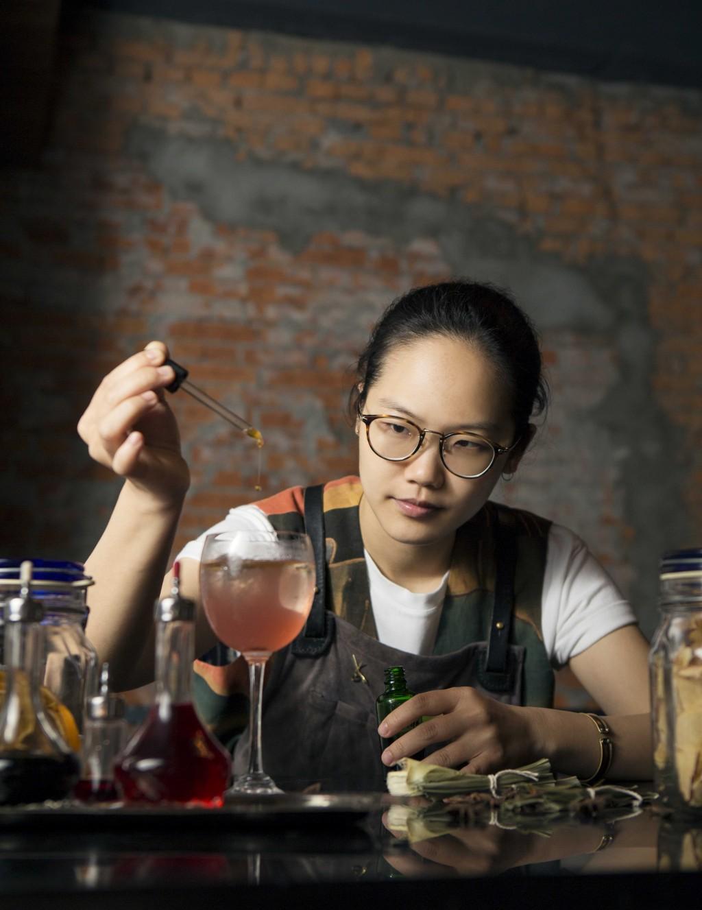 新北第一景觀餐廳《Asia 49亞洲料理及酒廊》東區超人氣CLOSET吧檯經理劉欣蓓客座