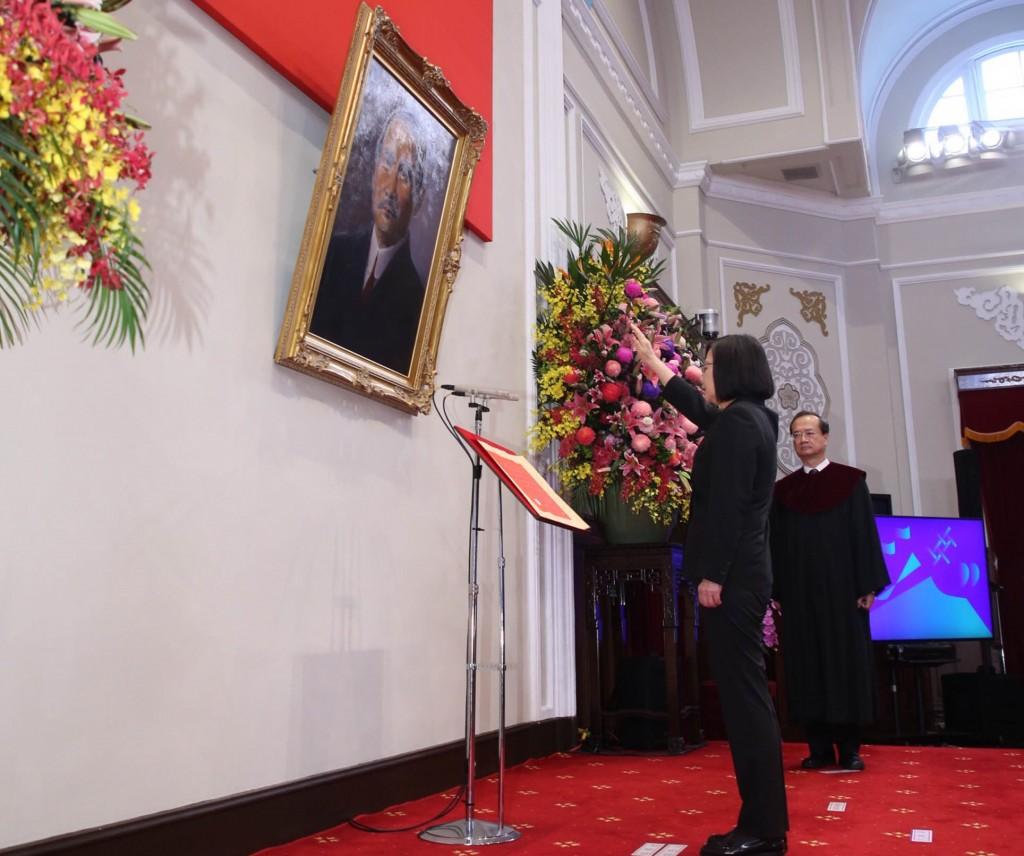 Tsai Ing-wen sworn into office as Taiwan president
