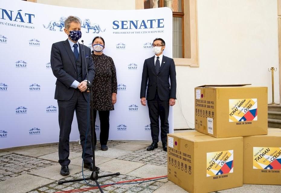 照片翻攝自捷克參議院推特