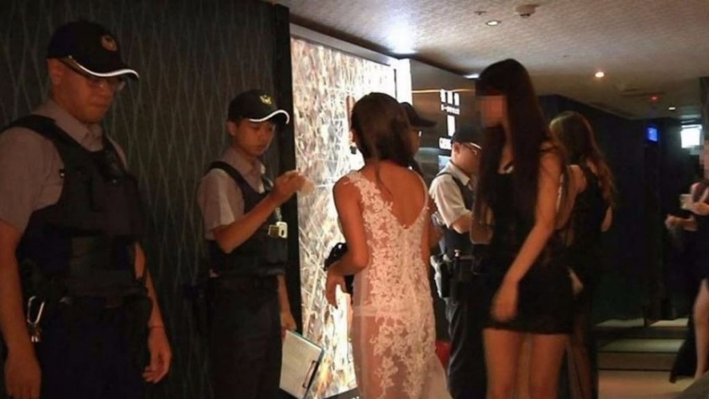Stock image of police inspection of hostess club. (Taipei Police Department photo)