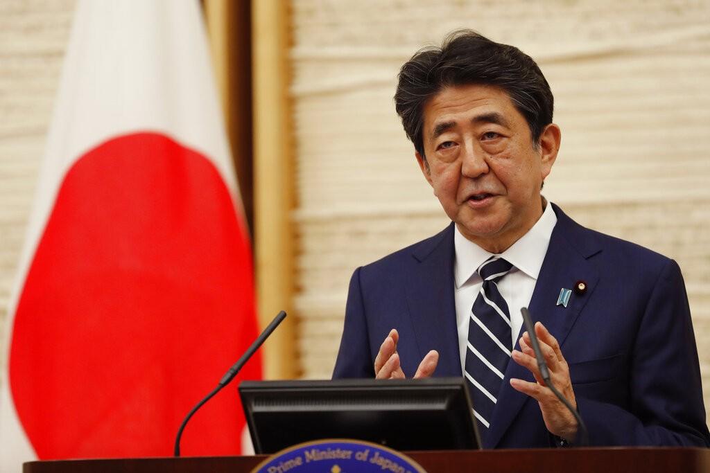 日本首相安倍晉三今(25)日宣布日本全國解除「緊急事態宣言」。(圖/美聯社)