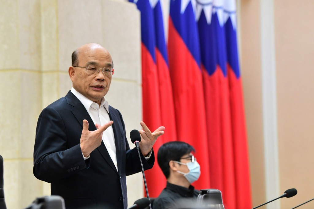 File photo of Premier Su Tseng-chang (left)