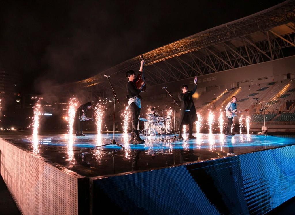 嗨翻!五月天重返台北體育館線上演唱會笑中帶淚 神秘嘉賓連線台灣突破百萬觀看