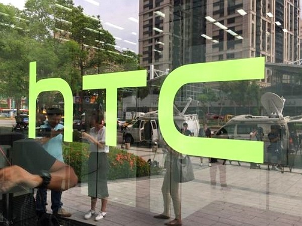 HTC announces layoff to reduce costs.