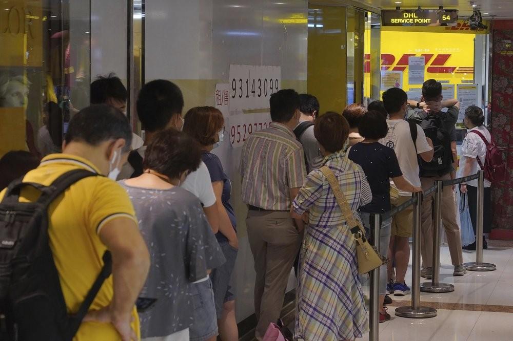 Hongkongers standing in line to send passport-relateddocuments