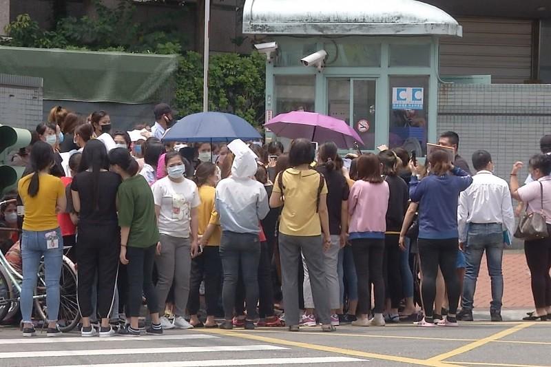 受委託的人力仲介公司表示,越南移工對外宣稱有800人罷工,但實際了解只有400多人(中央社)