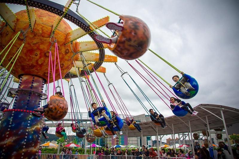 圖為宇宙迴旋(輻射飛椅)。圖片取自flickr,由paphone提供。