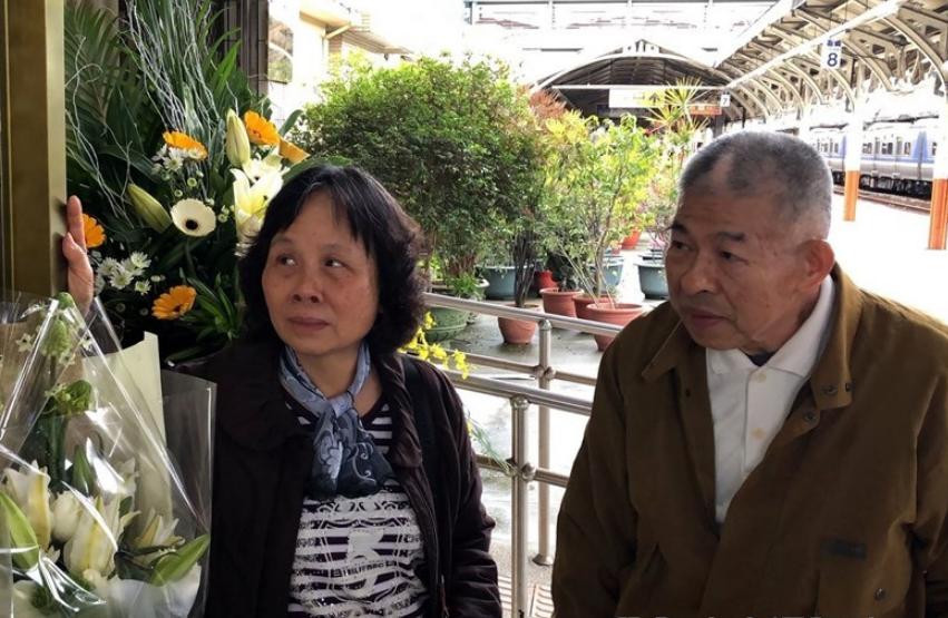 嘉義鐵路警察李承翰因公殉職,父親李增文(右)得知判決無罪後更深受打擊,已於昨(4)日嚴重胃出血過世。(圖/中央社)
