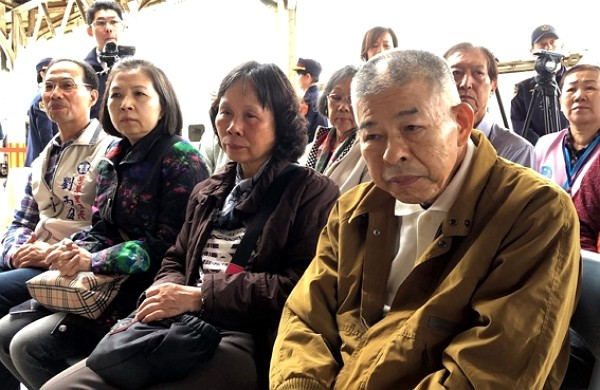 Lee Cheng-han's father, Lee Tseng-wen (right) passed away Thursday afternoon.