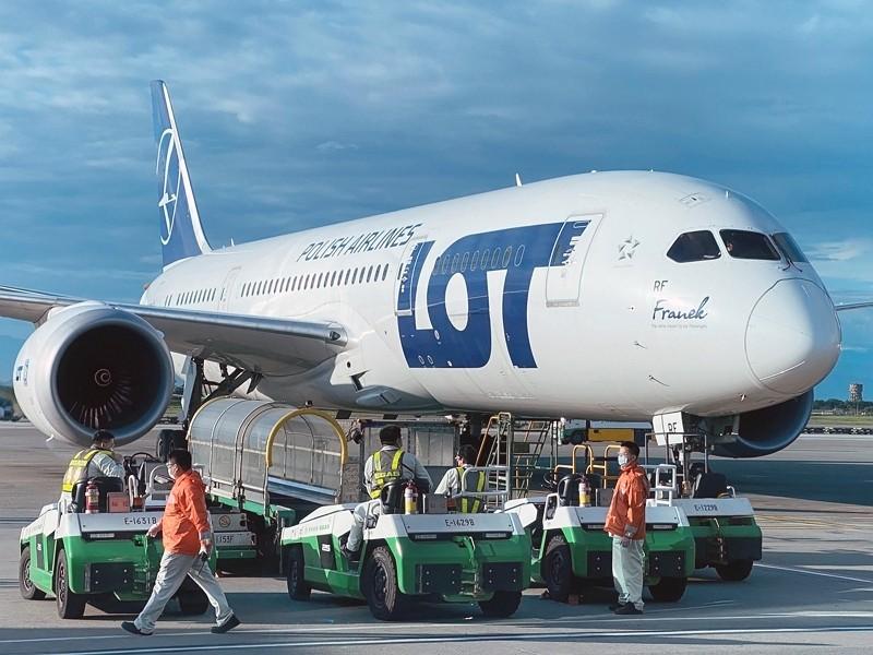 116 travelers arrive at Taiwan Taoyuan International Airport onfirst charter flight between Taiwan and Poland.