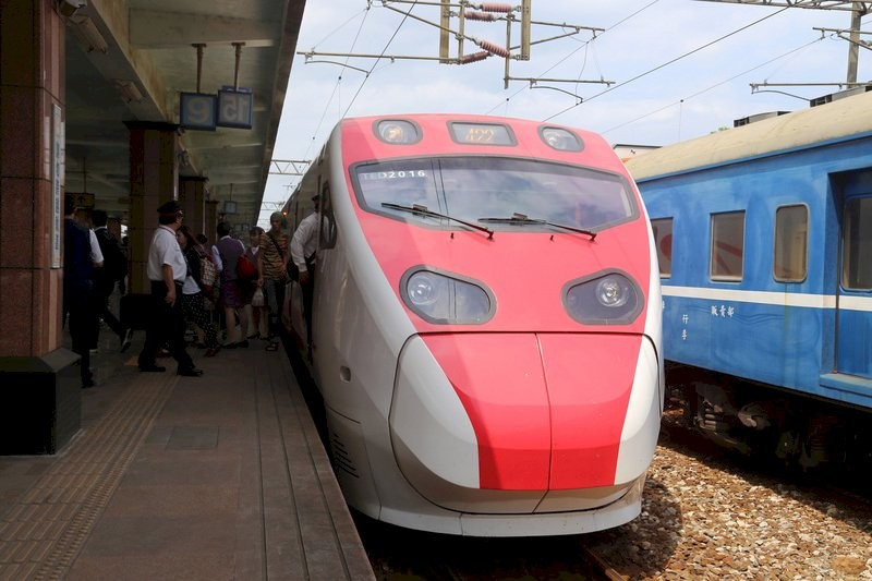 台灣端午連假疏運 台鐵24日起將加開114班次  10日零時開放購票