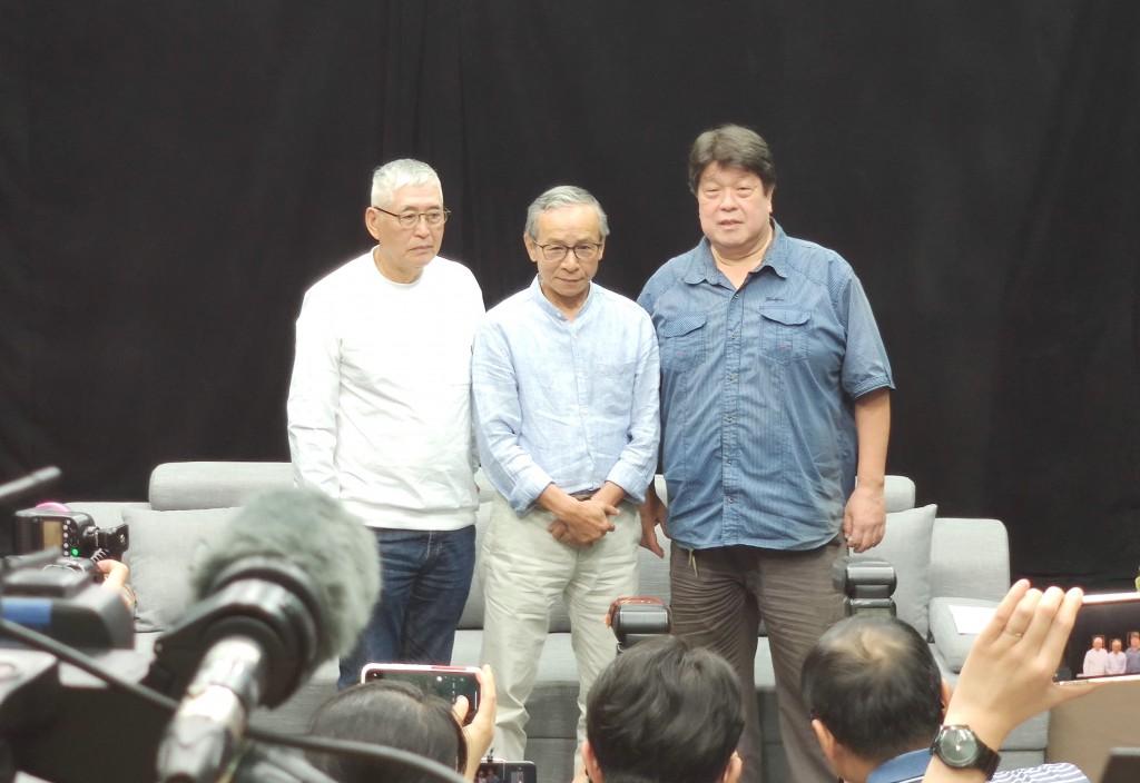 台灣綠光劇團大火說明會上,左起:柯一正、吳念真、羅北安親自說明(圖/台灣英文新聞)