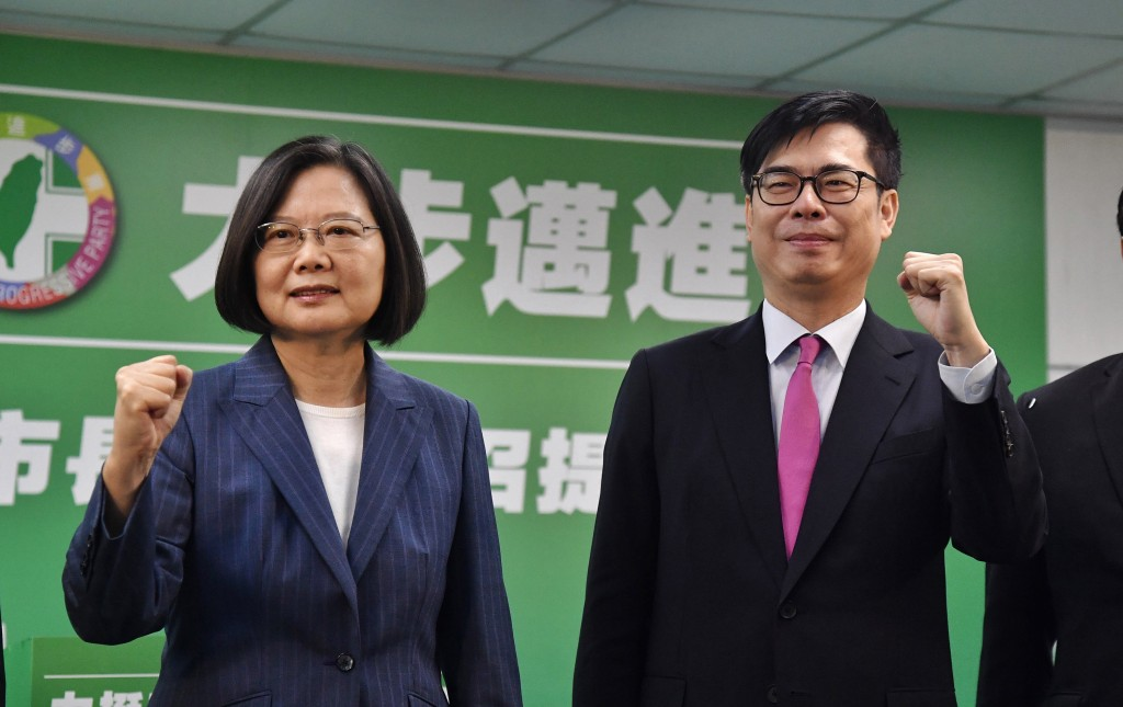 President Tsai Ing-wen (Left) andVice Premier Chen Chi-mai.