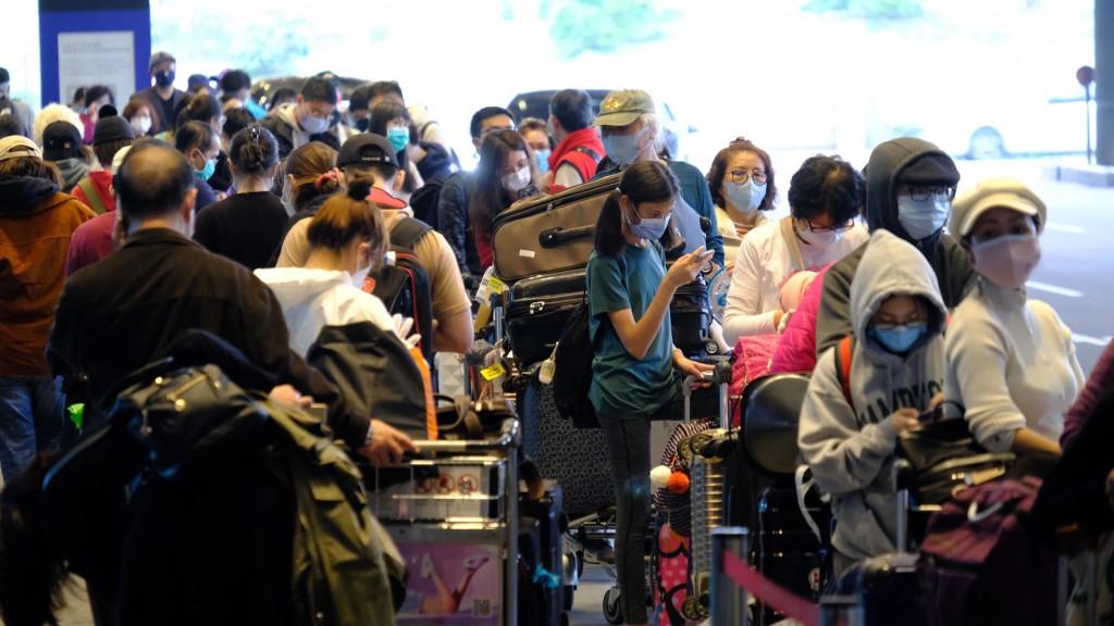 File photo of crowds at Taiwan TaoyuanInternational Airport