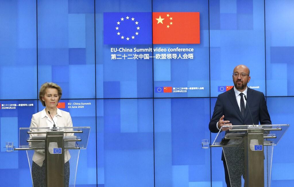 歐洲理事會主席米歇爾(右)與范德賴恩在記者會上表示,中國若在香港實施國安法,可能會造成「非常負面」後果。(美聯社圖片)