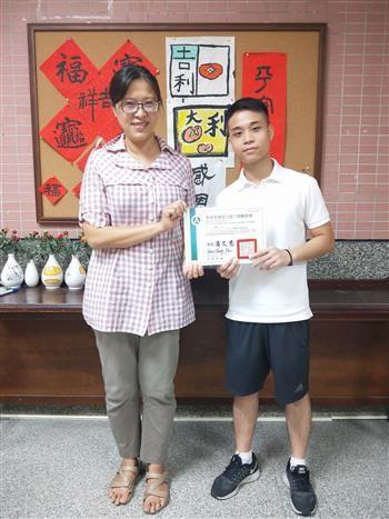 說明:原本不會華語的越南生阮德忠來臺經過7個月的學習順利通過華語文能力測驗,也就此愛上臺灣,預計留臺升學。(照片來源:南華大學)