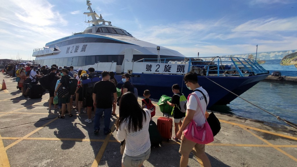 Travelers lining up to board the ferry to Green Island Thursday (June 25)