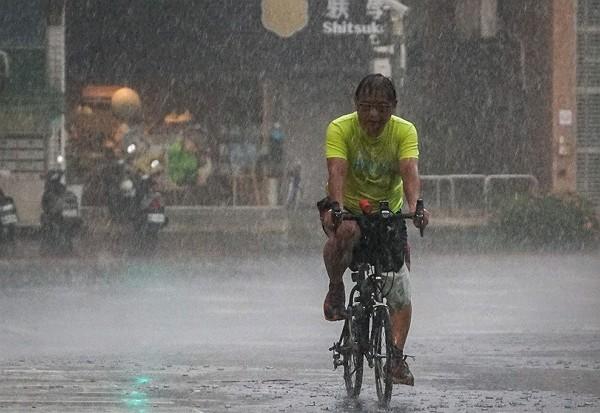 CWB warns possible severe rainstorms in greater Taipei area Friday afternoon.