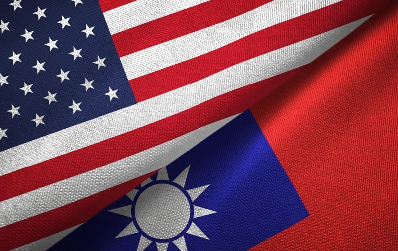 Taiwan and US flags (Getty Images image)
