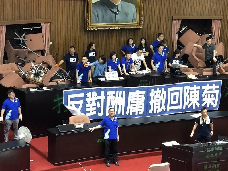 29日國民黨立委持續占領立法院議場,拒絕出席朝野協商。中央社