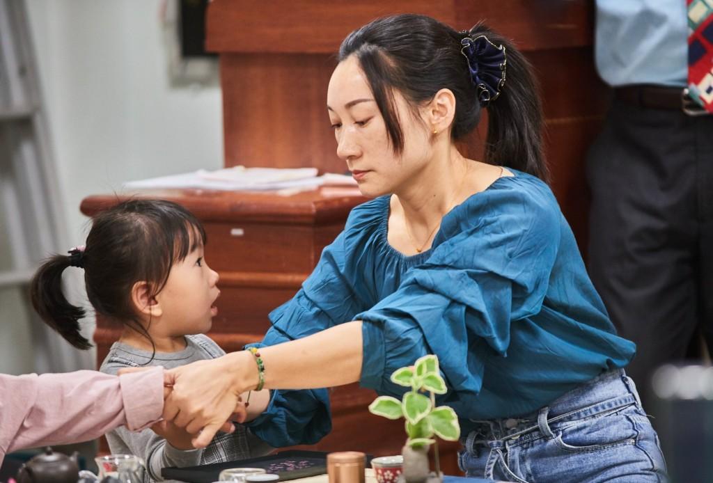 來自中國四川的余蓉,希望能將自己原生文化所淬煉的記憶與成長文化帶入臺灣,讓孩子體會自己的家鄉文化(翻攝自築夢計畫臉書)
