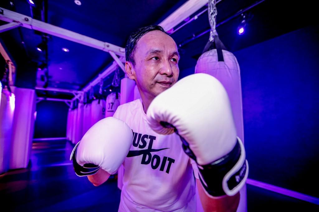 KMT legislators take boxing lessons after failed protest