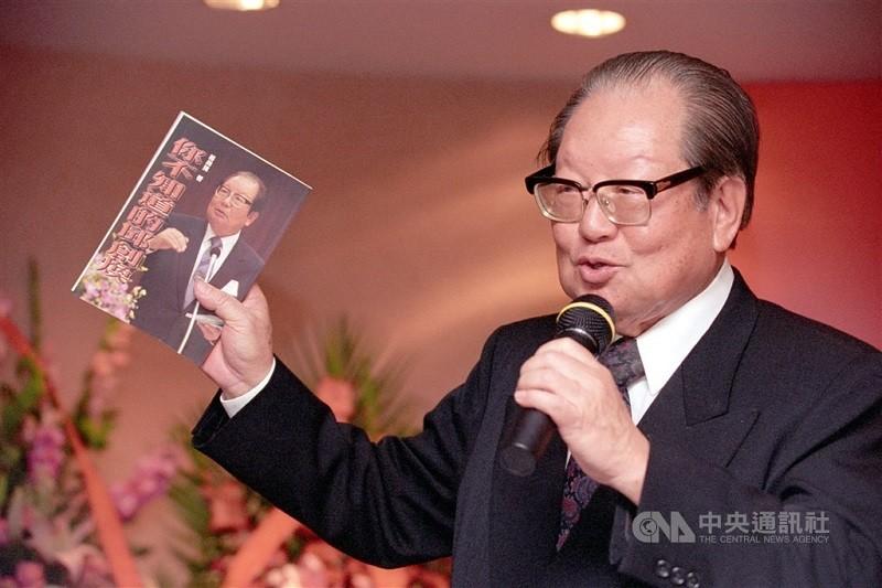 前考試院長邱創煥在自傳中提到,他當年曾動念競選總統 (中央社檔案照片)