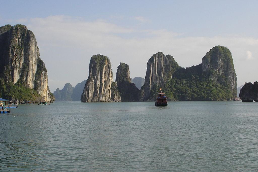 Ha Long Bay in Vietnam (wikicommons photo by Ondřej Žváček)