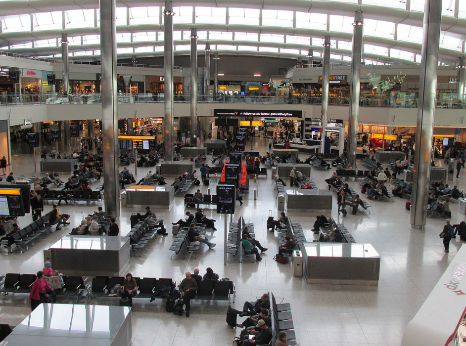 英國公布入境免隔離國家名單自7/10起生效(圖/維基百科_倫敦希斯洛機場)