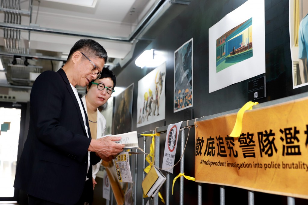 Minister of Culture Lee Yung-tevisitsTaiwan Comic Base. (Ministry of Culture photo)