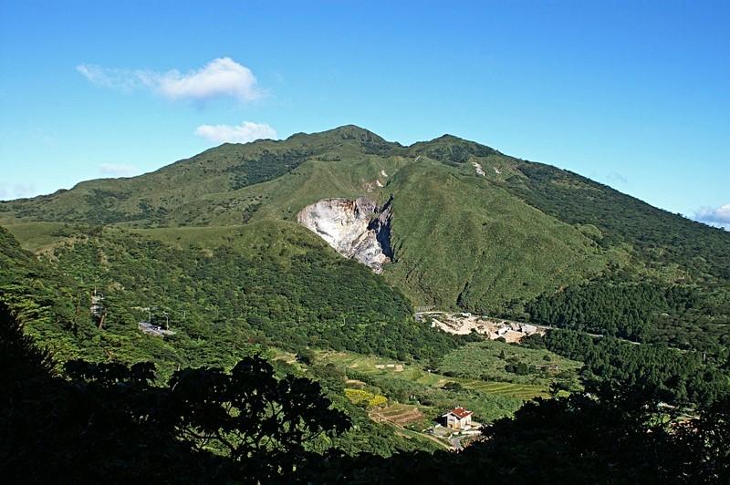 Qixingshan (七星山), the highest peak of the Tatun volcanoes (Wikimedia Commons photo)