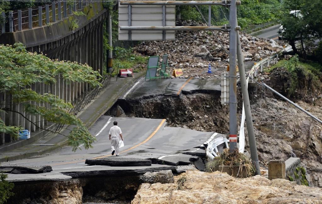 日本九州熊本縣6日的大雨造成嚴重災害(圖/ 美聯社)