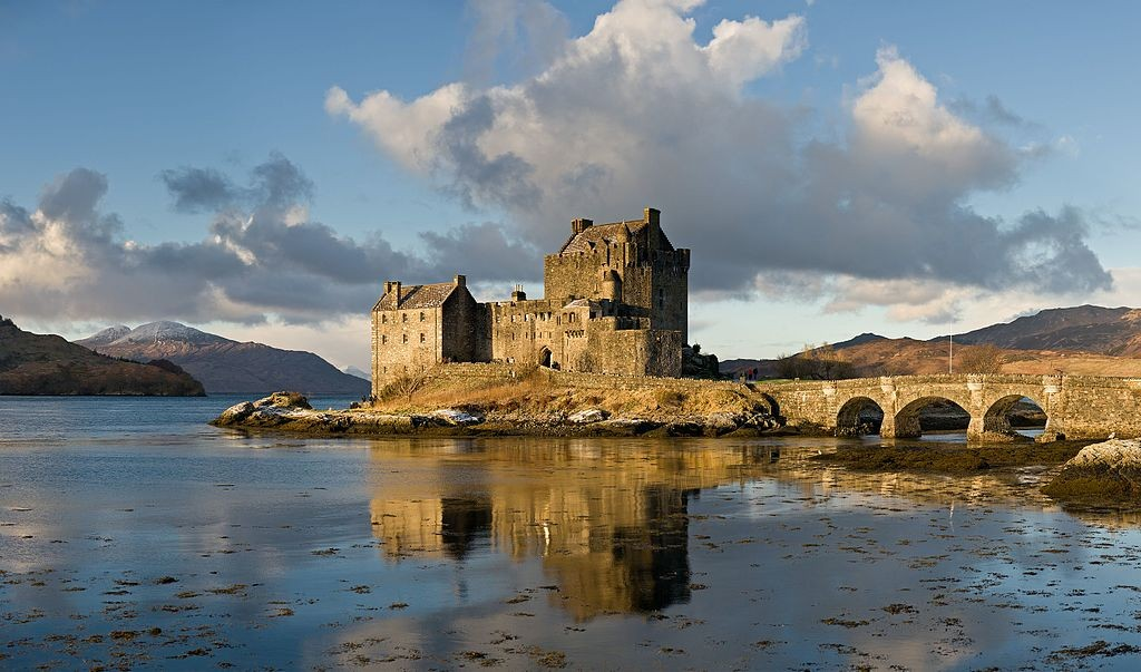 Eilean Donan Castle in Scotland (Wikicommons photo by Diliff)