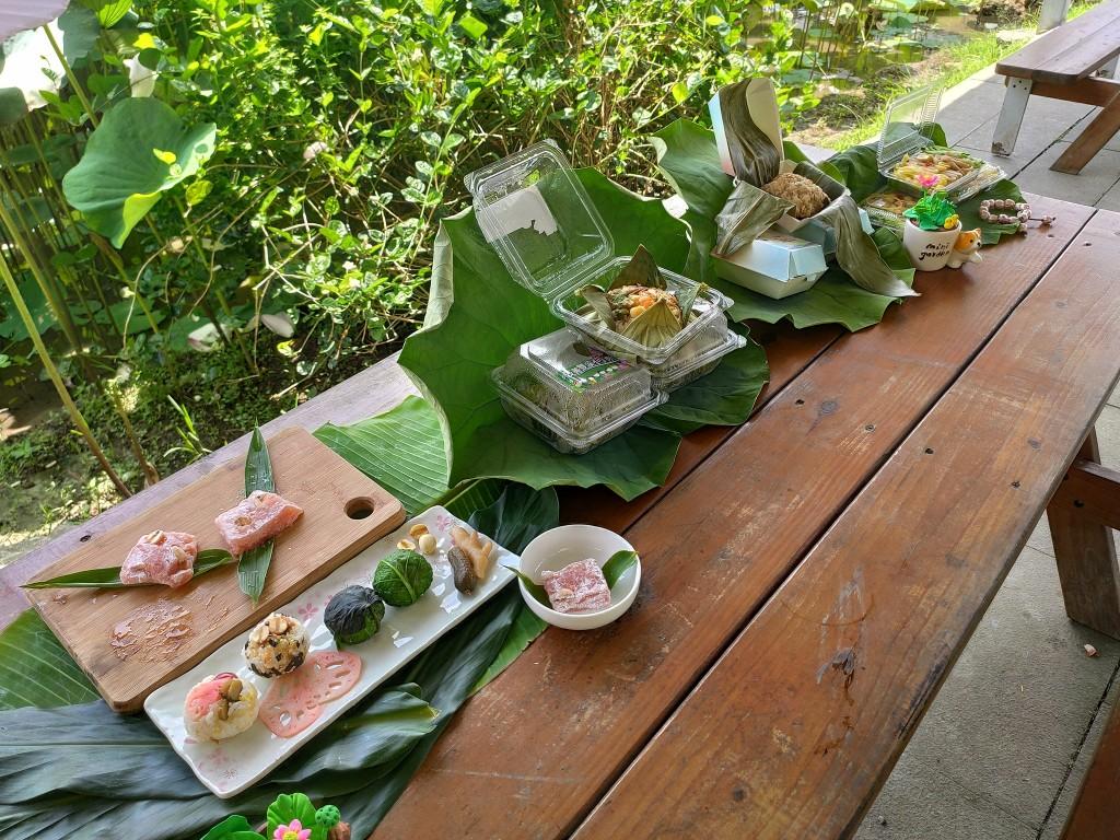 新北雙溪荷花季結合新住民推出融合各國文化的荷花特色飯糰。(照片來源:新北市政府)