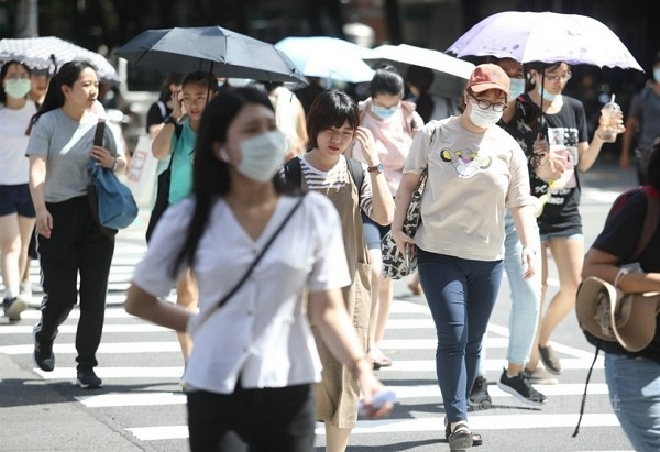 High temperatures observed across Taiwan on Saturday.