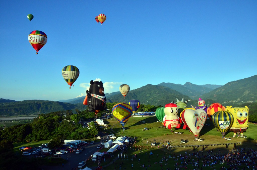 Thousands viewed balloons above Taitung County