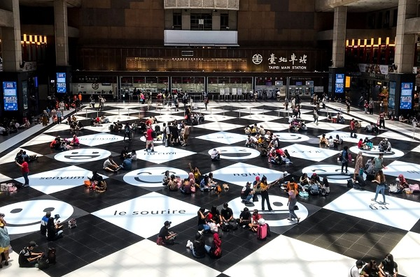 Sitting on Taipei Main Station lobby floor no longer banned.