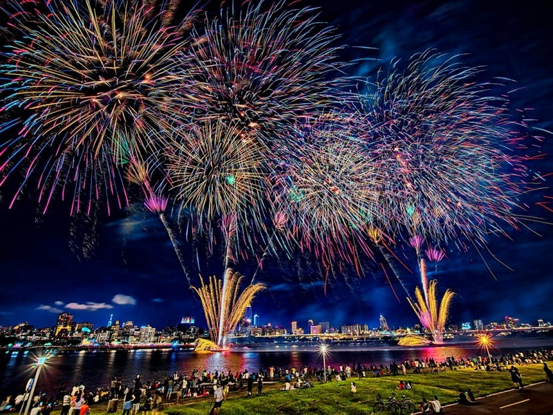 Riverbank concert, fireworks at Taipei Valentine's Day 2020 (Taipei City Government image)