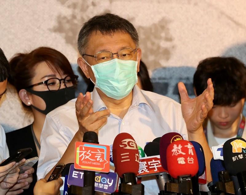 柯文哲今天針對北市建管局收賄案指出,台北市政府共有8萬公務員,沒辦法保證每個人都沒事,「但台北市還是全台灣最清廉的地方」。中央社