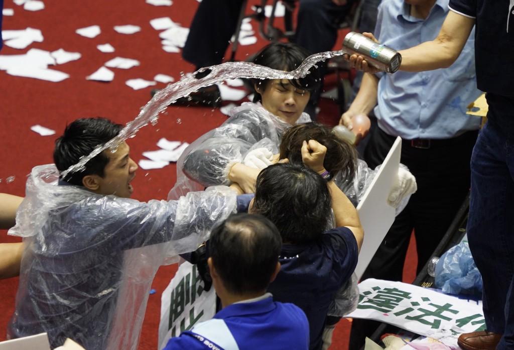 【台灣監察院人事案】全武行再上演 立院65票同意通過陳菊任監察院長