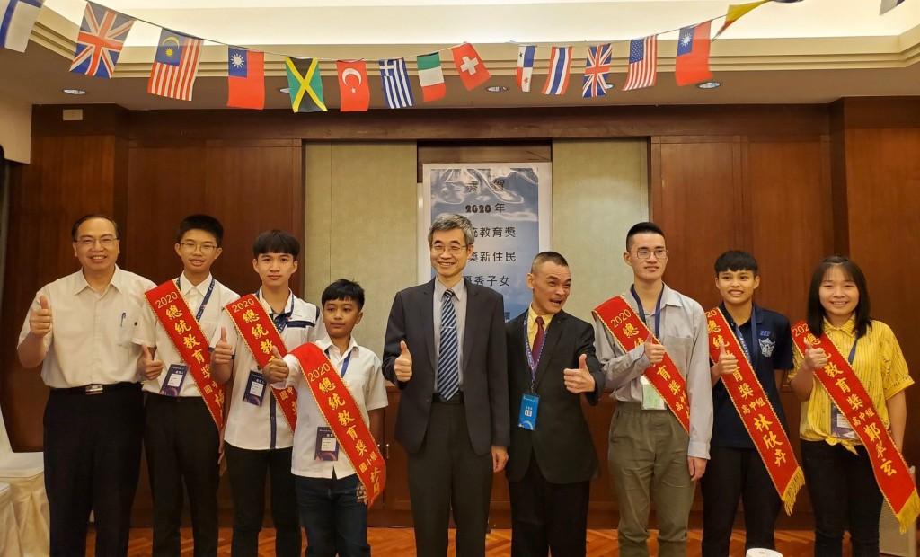 梁副署長鼓勵獲獎的學生們未來都能依心中的目標邁進。(照片來源:移民署)