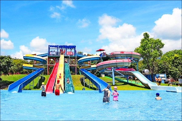 Water park in E. Taiwan offers free admission throughout summer