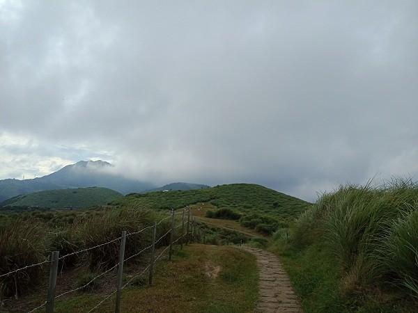Hike scenic route on Taipei's Yangmingshan