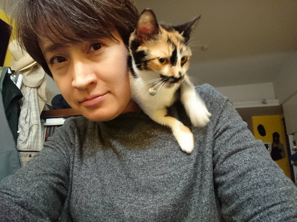 Hsiao with one of her cats. (Facebook, Hsiao Bi-khim photo)