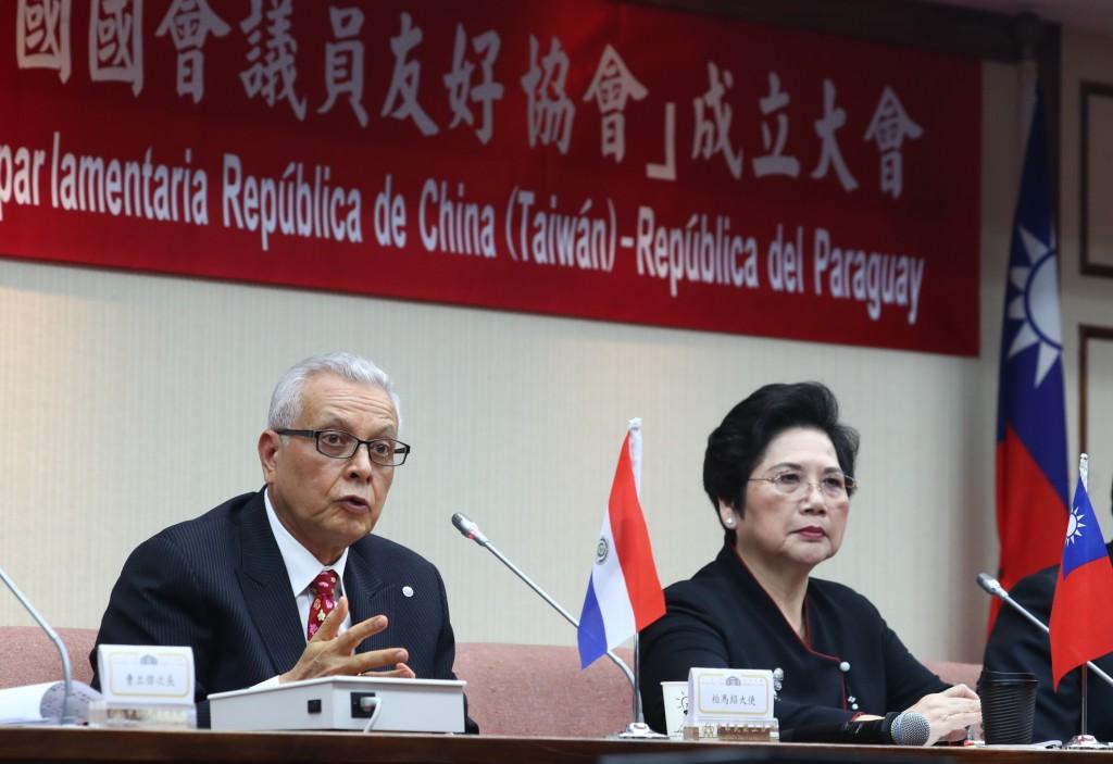 Paraguayan Ambassador Guillén (left) at Legislative Yuan on July 21.