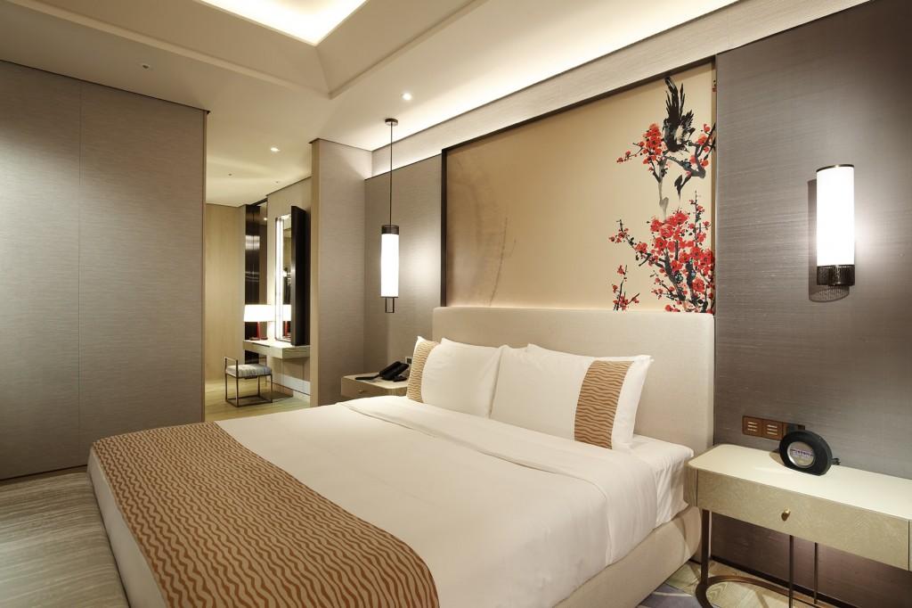 圖為台北美福大飯店的房間照
