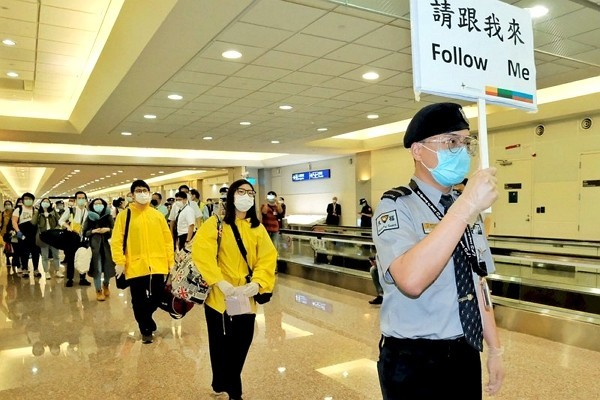 Foreign students at Taoyuan International Airport