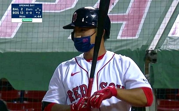 Taiwanese baseball player Lin Tzu-Wei hitting with mask on. (Twitter, Oshun Oxtra photo)
