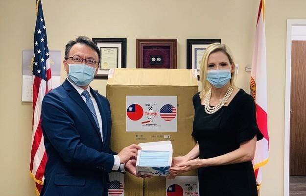 TECO Director General Chen (left), Florida Secretary of State Lee (Twitter, TECO in Miami photo)